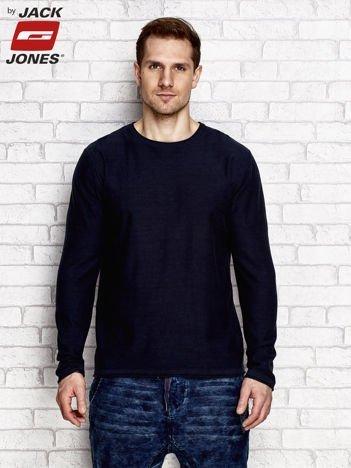 Granatowy sweter męski z surowym wykończeniem