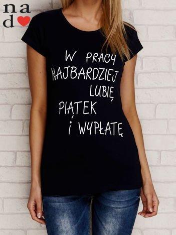 Granatowy t-shirt W PRACY NAJBARDZIEJ LUBIĘ PIĄTEK I WYPŁATĘ