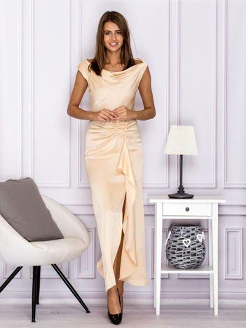 Jasnobeżowa długa sukienka z drapowaniami