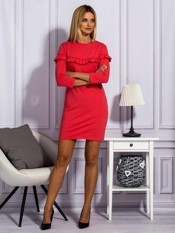 Jasnoczerwona sukienka z falbankami