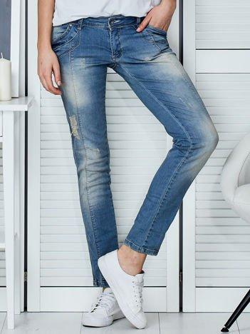 Jasnoniebieskie jeansy slim z przeszyciami