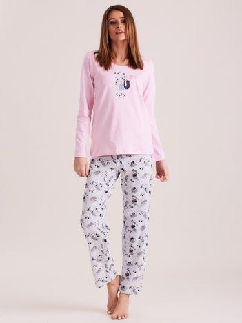 Jasnoróżowa piżama w koty