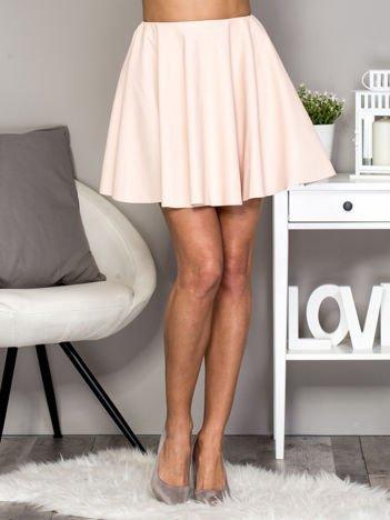 Jasnoróżowa rozkloszowana skórzana spódnica
