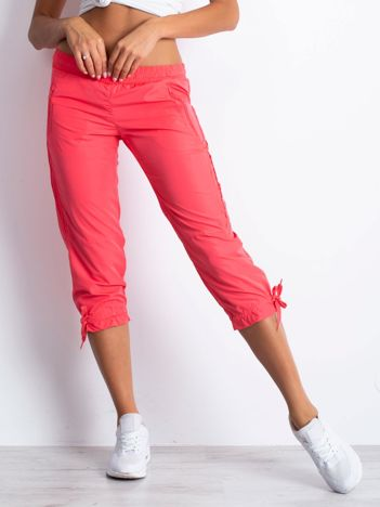 Jasnoróżowe spodnie sportowe capri z siateczką