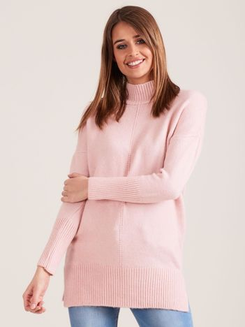 Jasnoróżowy sweter damski z golfem