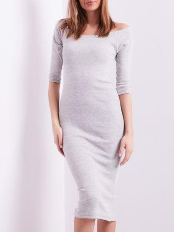 Jasnoszara prążkowana sukienka odsłaniająca ramiona