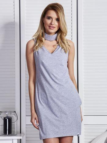 Jasnoszara sukienka z chokerem
