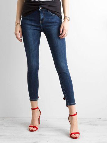 Jeansowe rurki z aplikacją ciemnoniebieskie