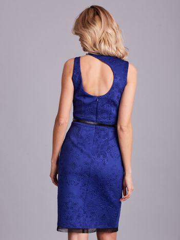 Kobaltowa ołówkowa sukienka z paskiem