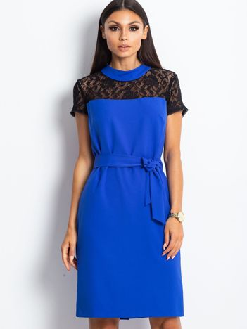 72e9d0ca62d2f0 Kobaltowa sukienka koktajlowa z koronką przy dekolcie