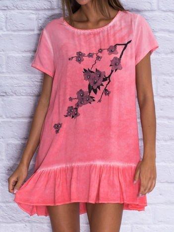 Koralowa dekatyzowana sukienka dzienna z perełkami