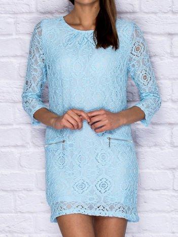 Koronkowa sukienka koktajlowa z suwakami niebieska