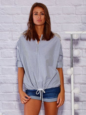 Koszula w paski z ażurowymi wstawkami niebieska