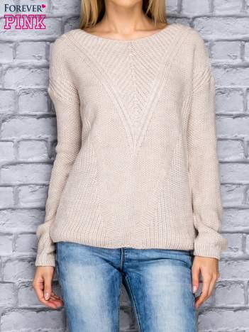 Kremowy sweter w dzianinowy wzór