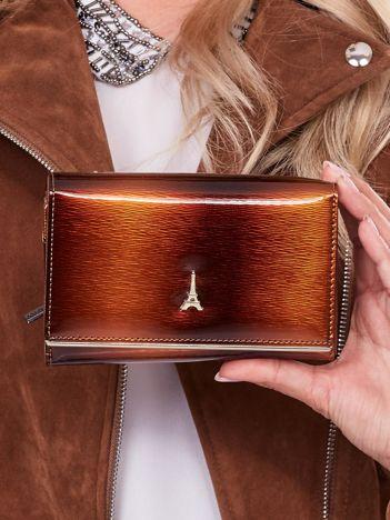 Lakierowany brązowy portfel damski ze skóry naturalnej