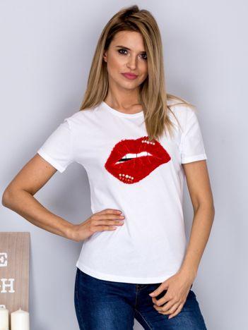 Luźny t-shirt z futrzanymi ustami biały