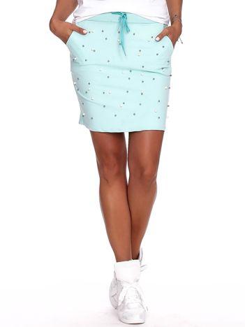 Miętowa spódnica dresowa z perełkami i kieszeniami
