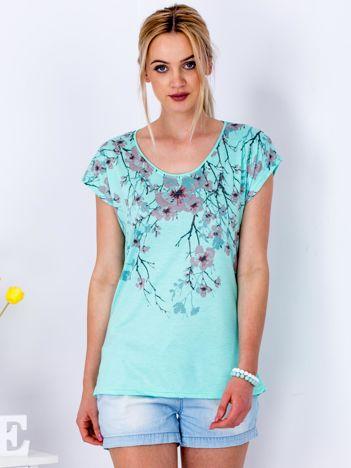 Miętowy t-shirt z motywem kwiatu wiśni
