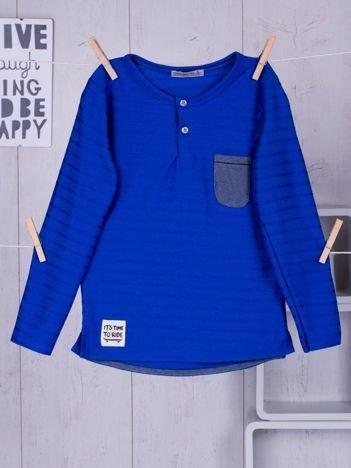 Niebieska bluzka chłopięca w plecione paski z kieszonką