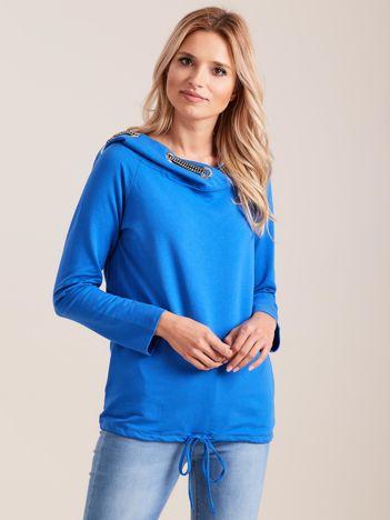 Niebieska dresowa bluza z ozdobnym kapturem