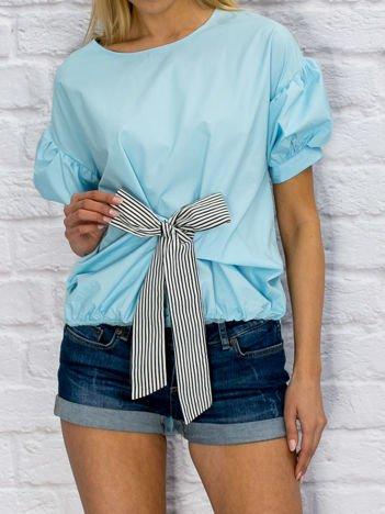 Niebieska koszula z wiązaniem i bufiastymi rękawami