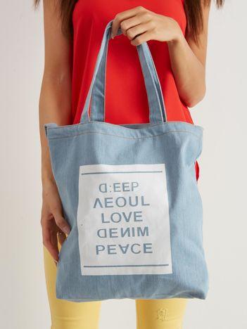 Niebieska torba materiałowa z nadrukiem