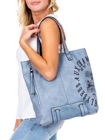 Niebieska torba z nadrukiem