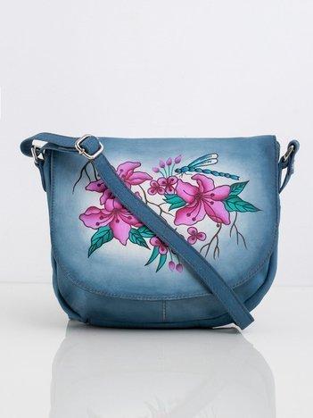 Niebieska torebka listonoszka z motywem kwiatowym
