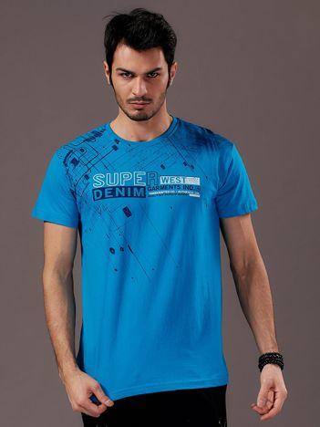 Niebieski t-shirt męski z graficznym motywem