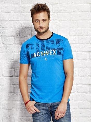 Niebieski t-shirt męski z printem