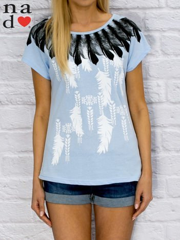 Niebieski t-shirt z motywem piór