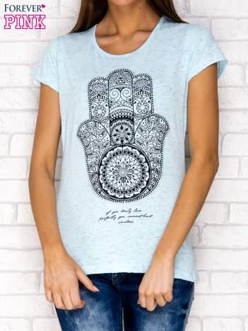 Niebieski t-shirt z orientalnym nadrukiem