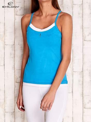 Niebieski top sportowy na cienkich ramiączkach