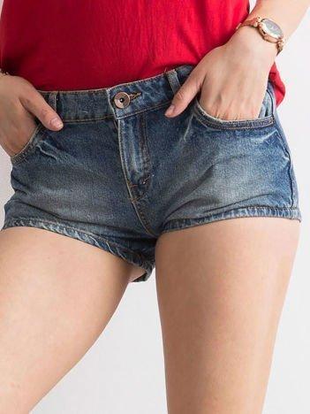 Niebieskie jeansowe szorty