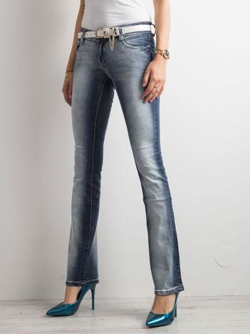 Niebieskie jeansy bootcut