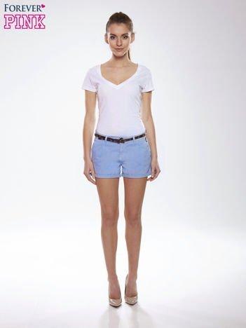 Niebieskie krótkie spodenki damskie z paskiem