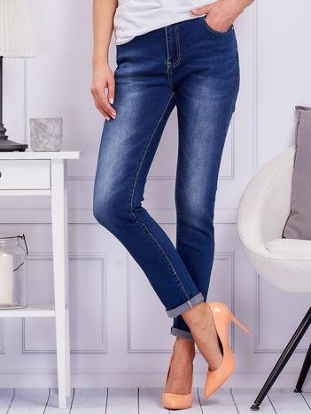 Niebieskie proste jeansy