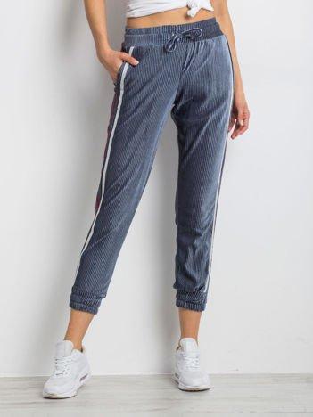 Niebieskie spodnie Conjunction