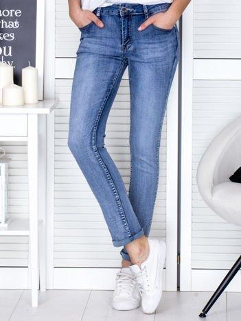 Niebieskie spodnie jeansowe regular fit