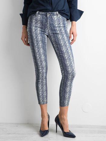 Niebieskie spodnie w zwierzęce wzory