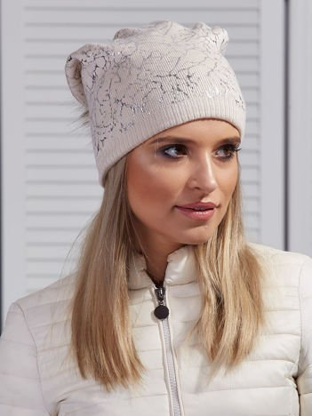 Ocieplana czapka z pomponem i srebrnym wzorem jasnobeżowa