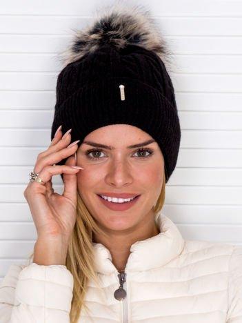 Ocieplana czapka zimowa w warkoczowy wzór czarna