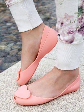 Pastelowokoralowe baleriny Melisy bez palców z ozdobnym sercem z przodu buta