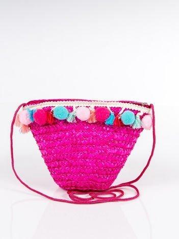 Pleciony koszyk z ozdobami boho na ramię różowy
