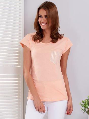 Pomarańczowy t-shirt z srebrnym nadrukiem kieszonki