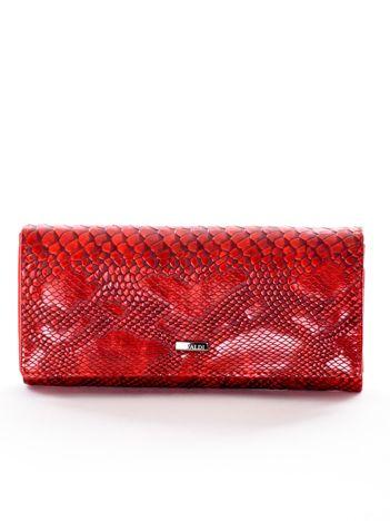 Portfel czerwony z motywem skóry krokodyla