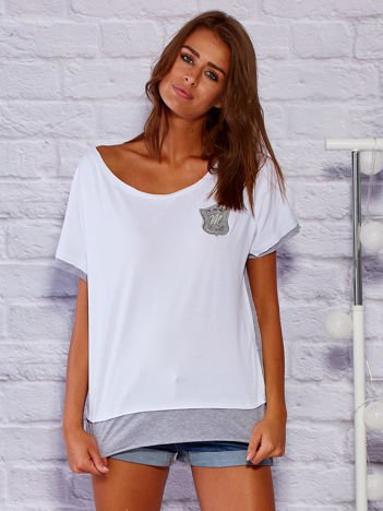 Pudełkowy bawełniany t-shirt z naszywką biały