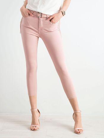 Pudroworóżowe spodnie skinny