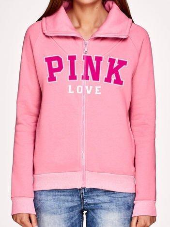 Różowa bluza z kołnierzem i nadrukiem tekstowym