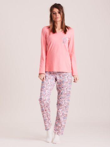 Różowa piżama damska we wzory